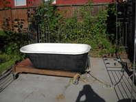 Cast iron porcelain tub
