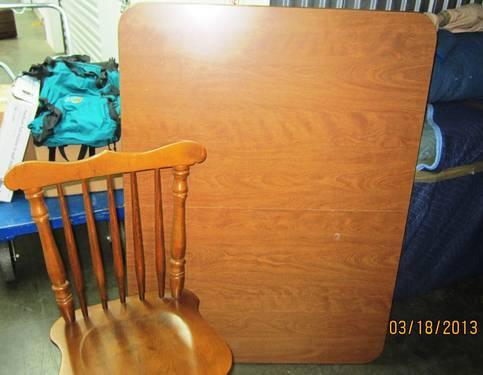 Casual Home Turned Leg Oak Dining Kitchen Table And Four Chairs For Sale In Nashville Tennessee