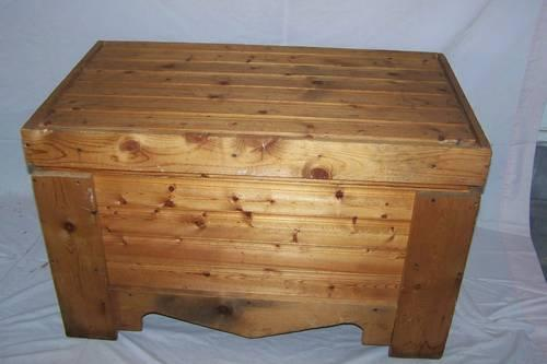 cedar hope chest for sale in pueblo colorado classified. Black Bedroom Furniture Sets. Home Design Ideas