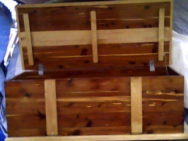 cedar hope chest for sale for sale in barrett texas classified. Black Bedroom Furniture Sets. Home Design Ideas