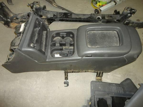 center console for 99-06 chevy trucks for Sale in ...