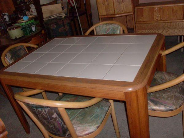 Ceramic Tile Top Kitchen Table W 4 Chairs 601 E Franklin Sesser Il 62884 For Sale In