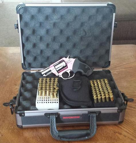 Charter Arms The Chic Lady  38spl w/87 rnds of ammo blackhawk holster &  winchester pistol case