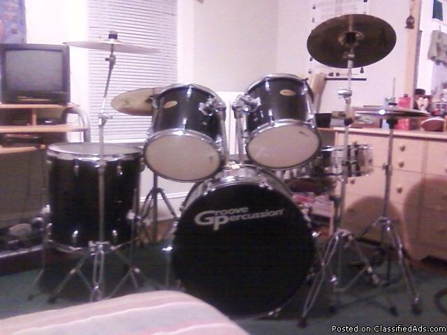 cheap yet stunning starter drum set with a few extras for sale in scranton pennsylvania. Black Bedroom Furniture Sets. Home Design Ideas