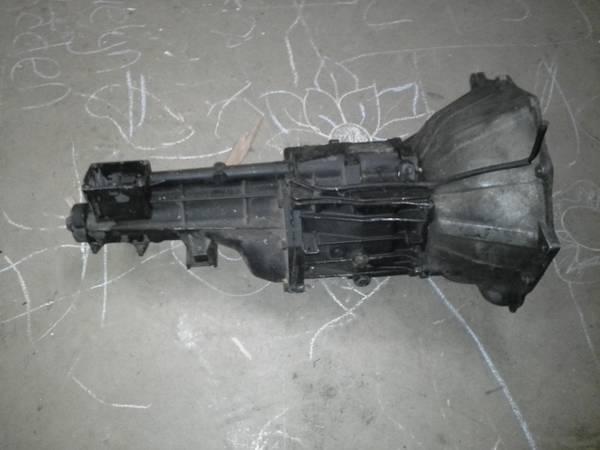 chevy v8 borg warner t5 transmission - $250