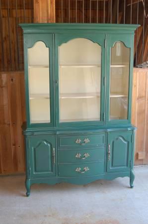 China Cabinet   Bassett Furniture   $600