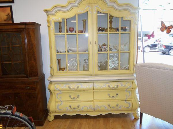 Ordinaire CHINA CABINET   Design Painted, By DREXEL * *