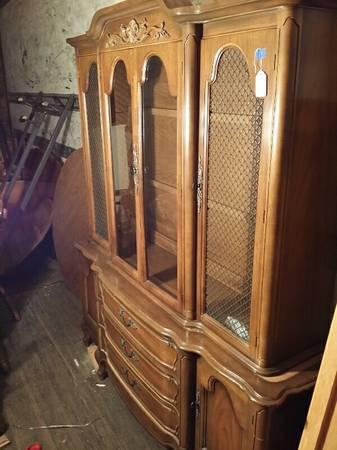 China Cabinet Hutch W Glass Shelving For Sale In