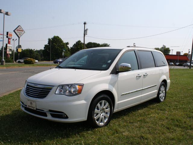 Chrysler Town And Country Touring L 4dr Mini Van 2013 For