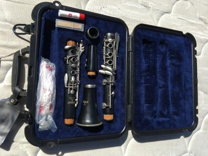 clarinet with case and accessories for sale in ontario california classified. Black Bedroom Furniture Sets. Home Design Ideas