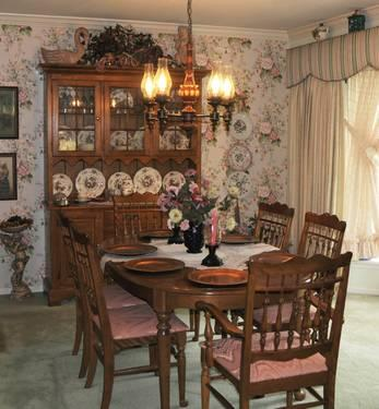 Classic Ethan Allen Dining Room Set Hutch Table Six