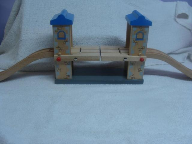 Classic Wood 3 Piece Lifting Bridge for Train Set