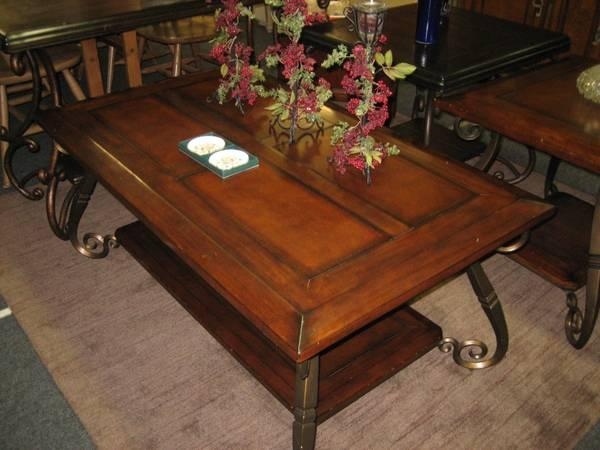 Coffee table w matching end table for sale in hatboro pennsylvania classified Matching coffee table and end tables