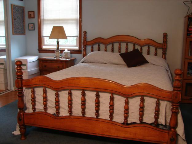 Colonial Style Queen Sized Bedroom Set 4 Pieces For Sale In Lansdale Pennsylvania Classified