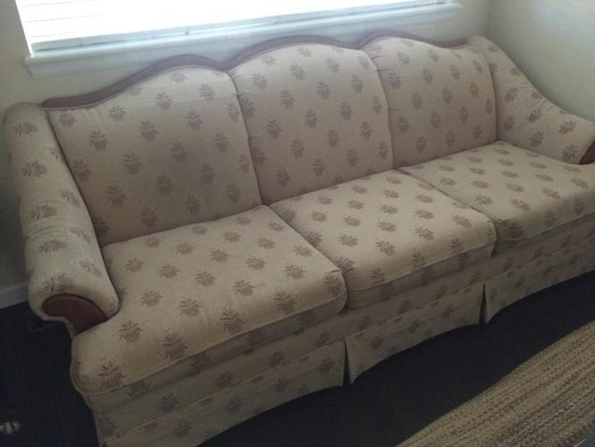 Comfy couch for sale in castle rock colorado classified for Comfy couches for sale