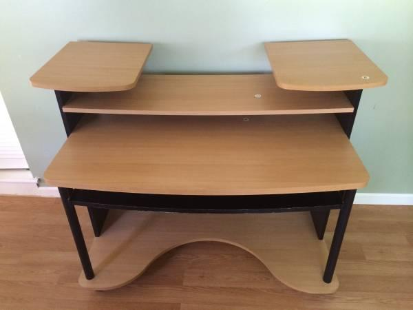 computer desk for sale in fairless hills pennsylvania classified. Black Bedroom Furniture Sets. Home Design Ideas