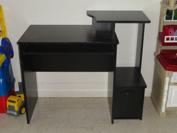 computer desk - $25 (Fort Campbell)