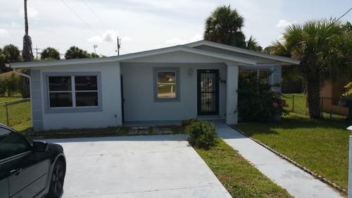 Concrete block 3 bedroom 1 bathroom home for sale in cocoa for Concrete homes florida