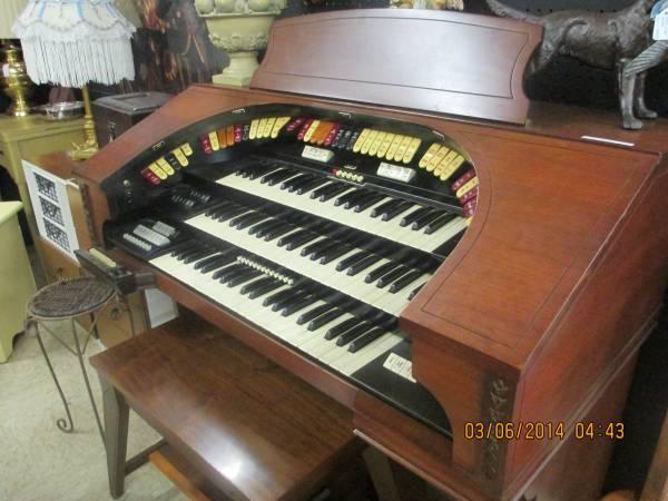 conn organ 3-manual theatrette model 580 - for Sale in ...