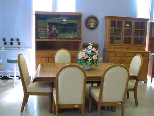 Contemporary Oak Dining Room Set For Sale In Fort Wayne