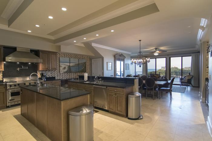 CONTEMPORARY STYLE IN A CAPTIVATING WORLD CLASS CONDO
