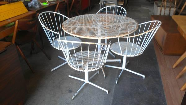 Cool 5 Pc Mid Century Modern Outdoor Patio Set for Sale