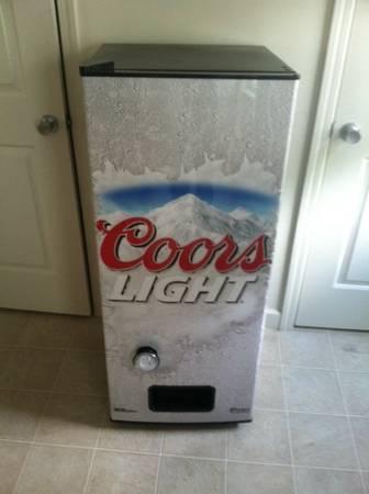 coors light beer vending machine great for any mancave for sal. Black Bedroom Furniture Sets. Home Design Ideas