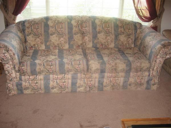 Couch And Loveseat For Sale In Winston Oregon