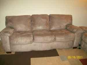 ~ COUCH ~ LOVESEAT ~ AREA RUG - $330 (SW OCALA)