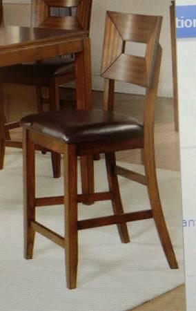 COUNTER HEIGHT BEAUTIFUL SOLID BRAND NEW CONDITION TABLE AND CHAIRS