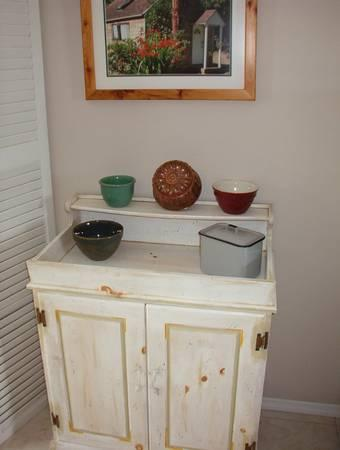 Country Cottage Painted Pine Dry Sink. - $79