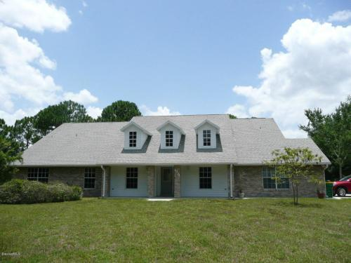Country Ranch on 2.97 Acres - 5br