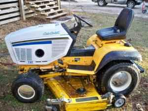 cub cadet ind  garden tractor - $2200 (saraland,mobile)