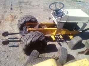 cub cadet pulling tractors (bedford)