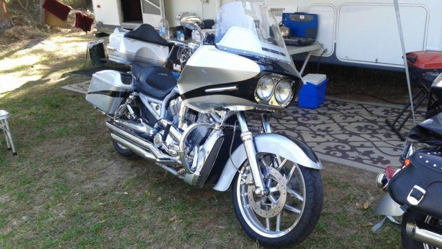Custom 2003 V ROD BAGGER