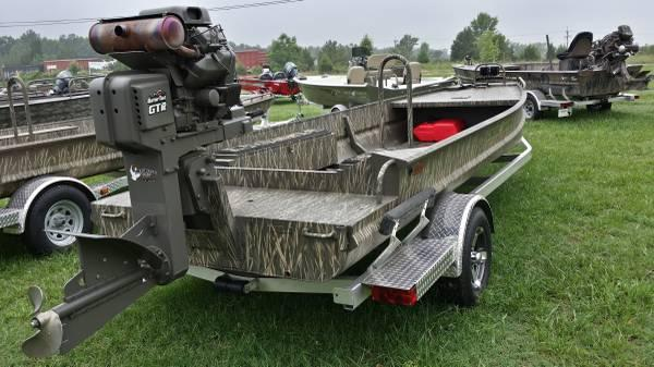 custom gator trax 1750 boat with gator tail gtr35 mud