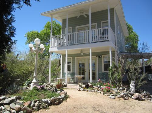 Custom home on Big Bug Creek in Historic Mayer ... -