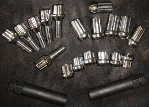 CUSTOM WHEEL HUB RINGS , LUGS NUTS . LOCKS LUGS NUTS ,