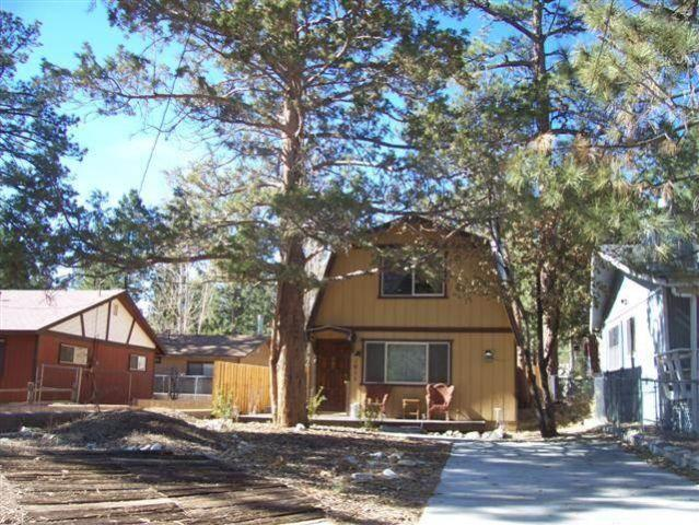 Cute Two Bedroom One Bathroom Cabin With A Gas Fireplace