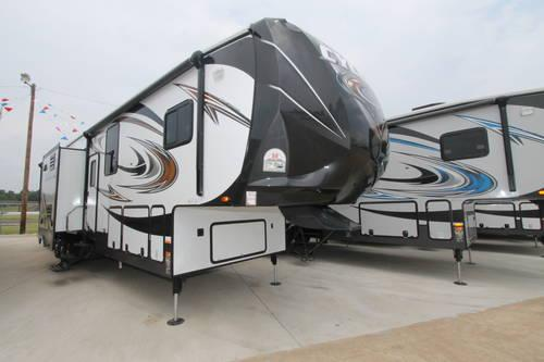 cyclone 4100 king toy hauler auto leveled for sale in. Black Bedroom Furniture Sets. Home Design Ideas