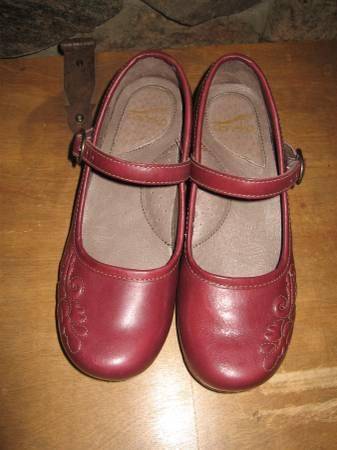 Dansko Savanna Full Grain Size 37 Burgundy - $90