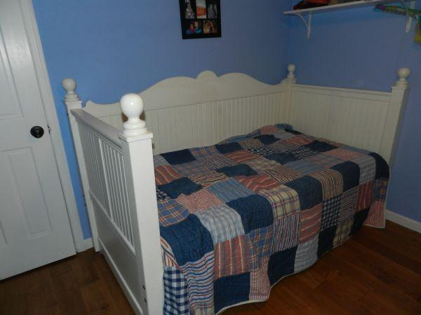 Daybed - $150 (Honesdale)
