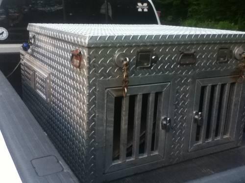 Aluminum Aluminum Dog Box