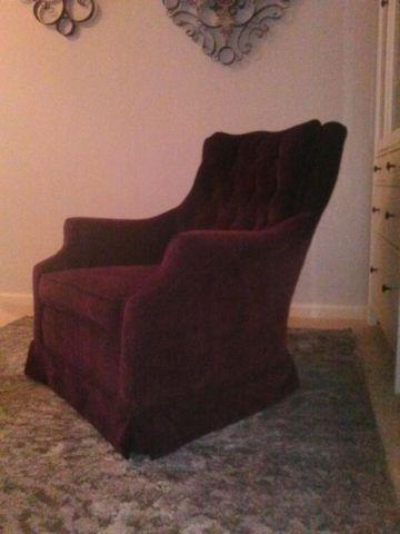 Dim pink or maroon highlight seat