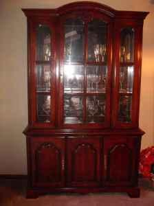 Dining room hutch cherry great condition lexington for Dining room hutch for sale