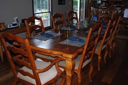 Dining room set like new for sale in perrineville