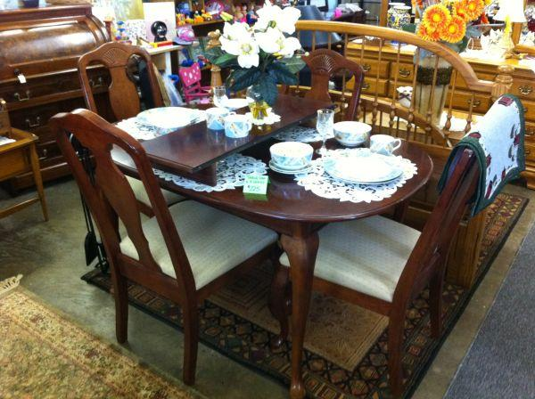 dining room set of 4 chairs and solid wood table w leaf