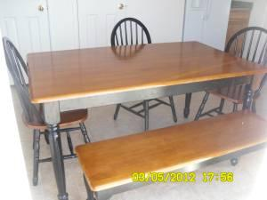 dining room table - $175 (Pueblo)