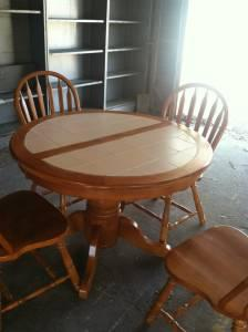 Dining Room Table and Chairs - $250 (Carbondale)
