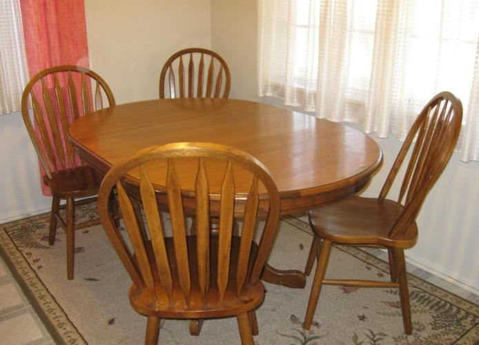 Dining room table and chairs great condition senic loop for Dining room chairs 50